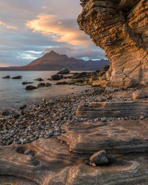 Golden light at the beach of Elgol
